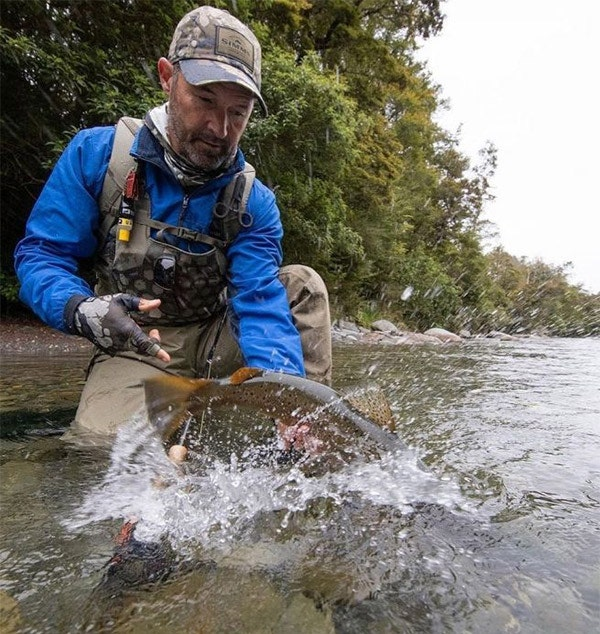 SIMMS FLYWEIGHT STOCKINGFOOT WADERS - IN ACTION